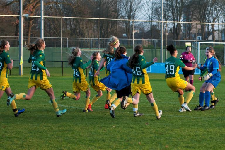 Schaduwteam Jong ADO Vrouwen wint Wintertoernooi SC 't Gooi