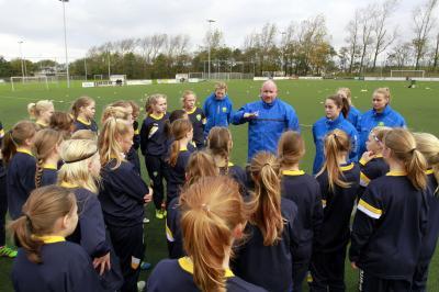 ADO Den Haag Vrouwenvoetbal op weg naar een top-opleiding voor meisjes!