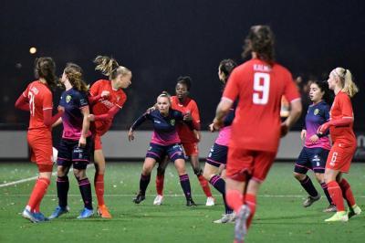 ADO Den Haag Vrouwen onderuit in Enschede