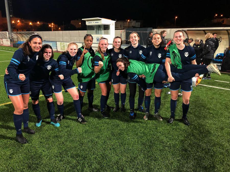 Dag 1: ADO Vrouwen op trainingskamp naar Portugal