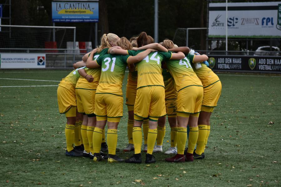 Beloftenelftal ADO Den Haag Vrouwen baas in Leiderdorp