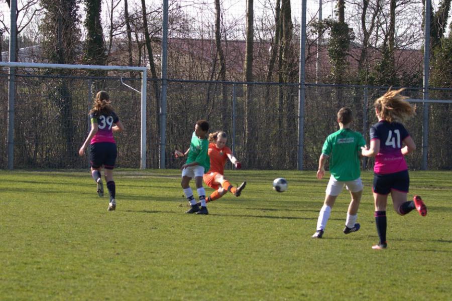 Meiden O17 winnen fans in Nootdorp, O15 verslagen in Naaldwijk