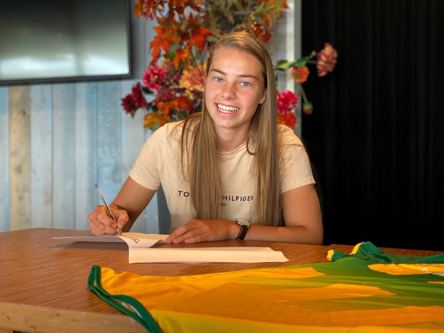 Keepster Maaike van Klink zet krabbel onder eerste contract