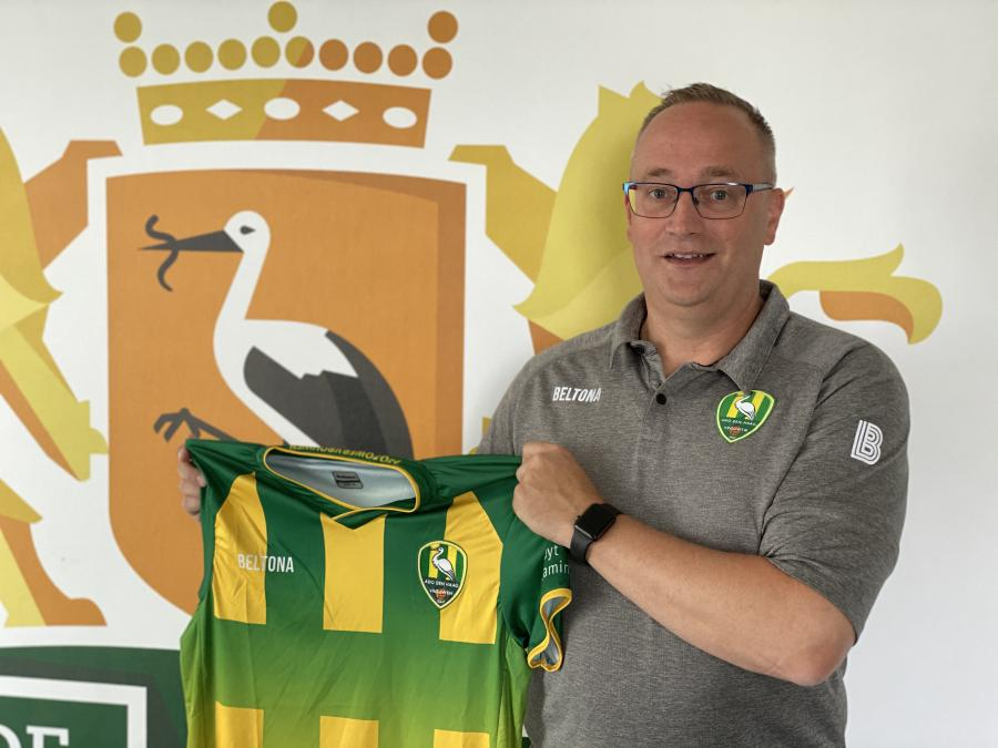 Alex van der Harst ondersteunt progressie speelsters nu fulltime