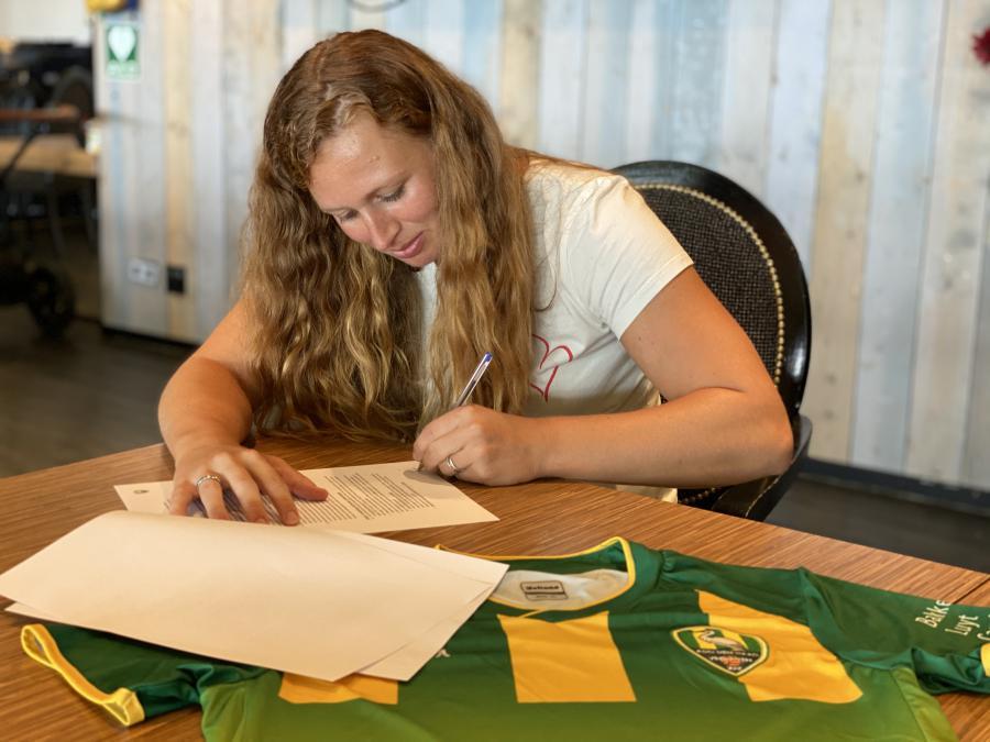Priscilla Mesker tekent voor het negende seizoen bij ADO Vrouwen