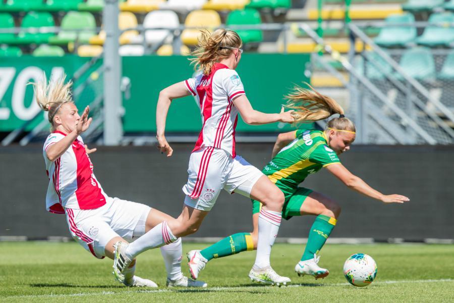ADO Den Haag Vrouwen schenkt in uitzwaaiwedstrijd zege aan Ajax
